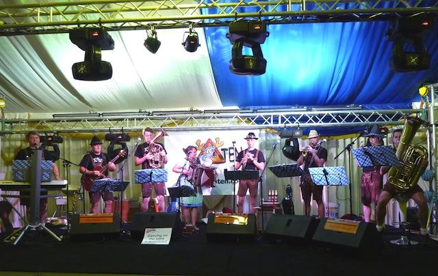 Xelchten auf der Bühne am Oktoberfest in Doha (Katar) 2009-2012