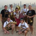 X'elch'ten am Oktoberfest in Doha mit Skyline